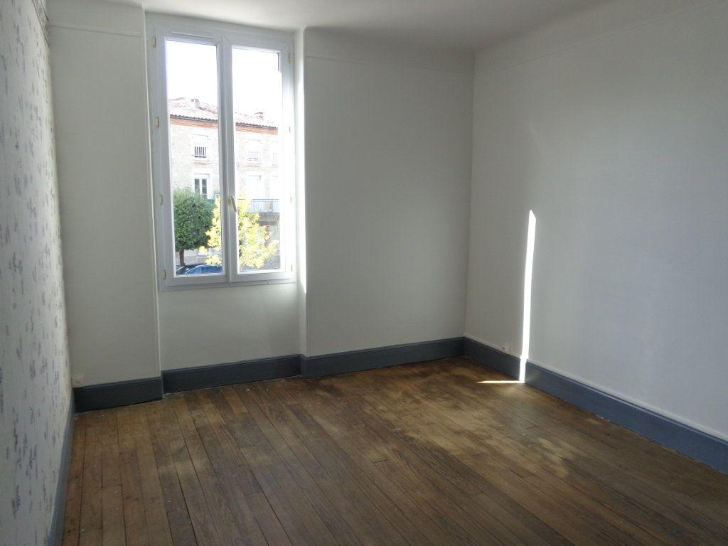 Appartement à louer 4 117m2 à Caussade vignette-3
