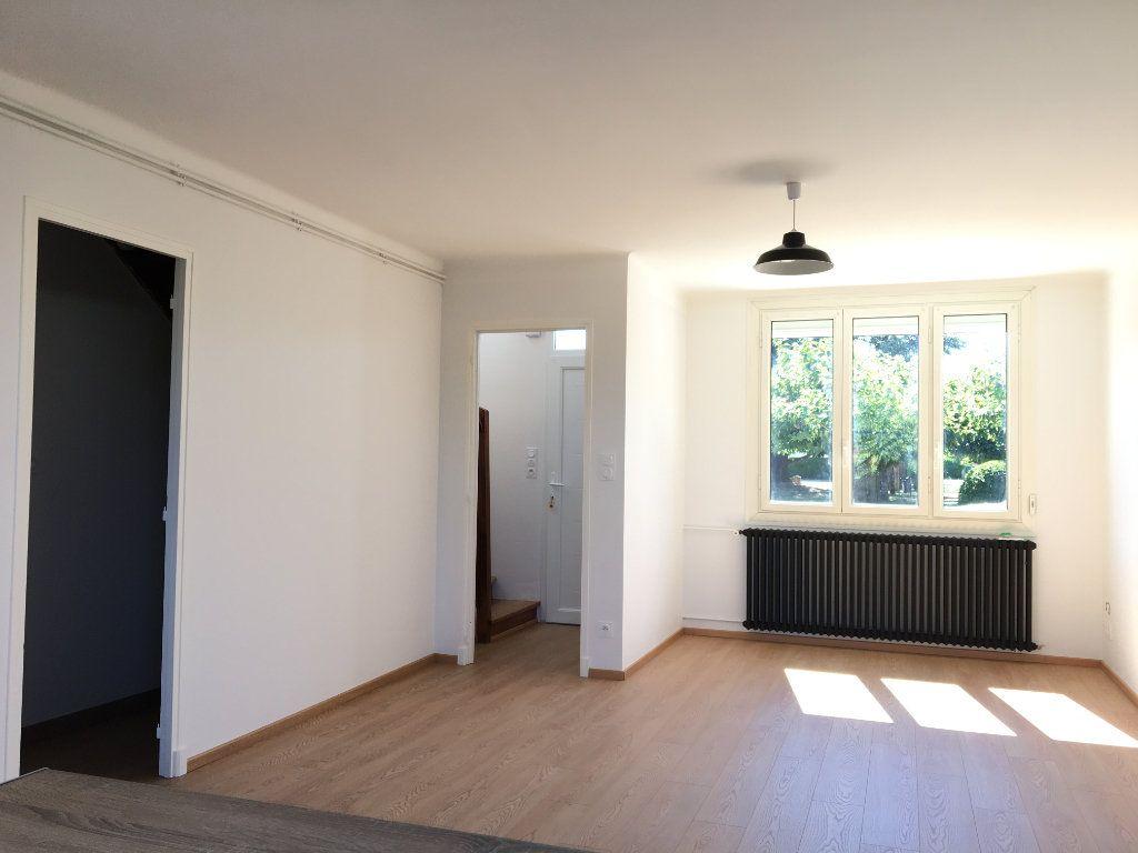 Maison à louer 4 68.01m2 à Caussade vignette-2