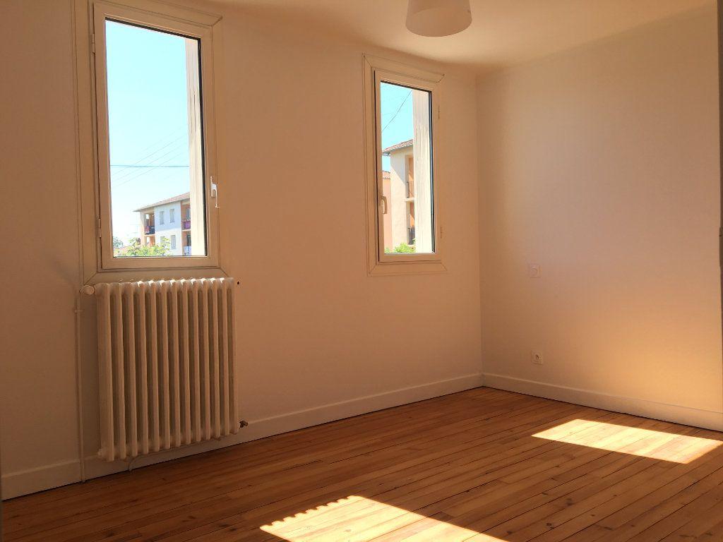 Maison à louer 4 68.01m2 à Caussade vignette-4