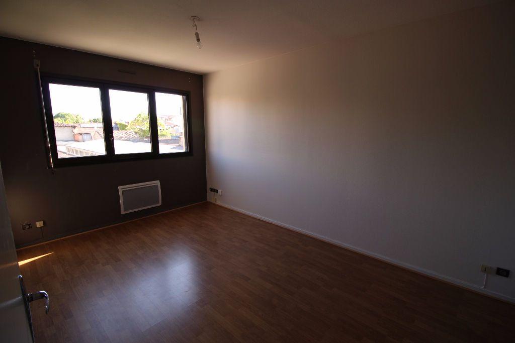 Appartement à louer 2 41m2 à Montauban vignette-2