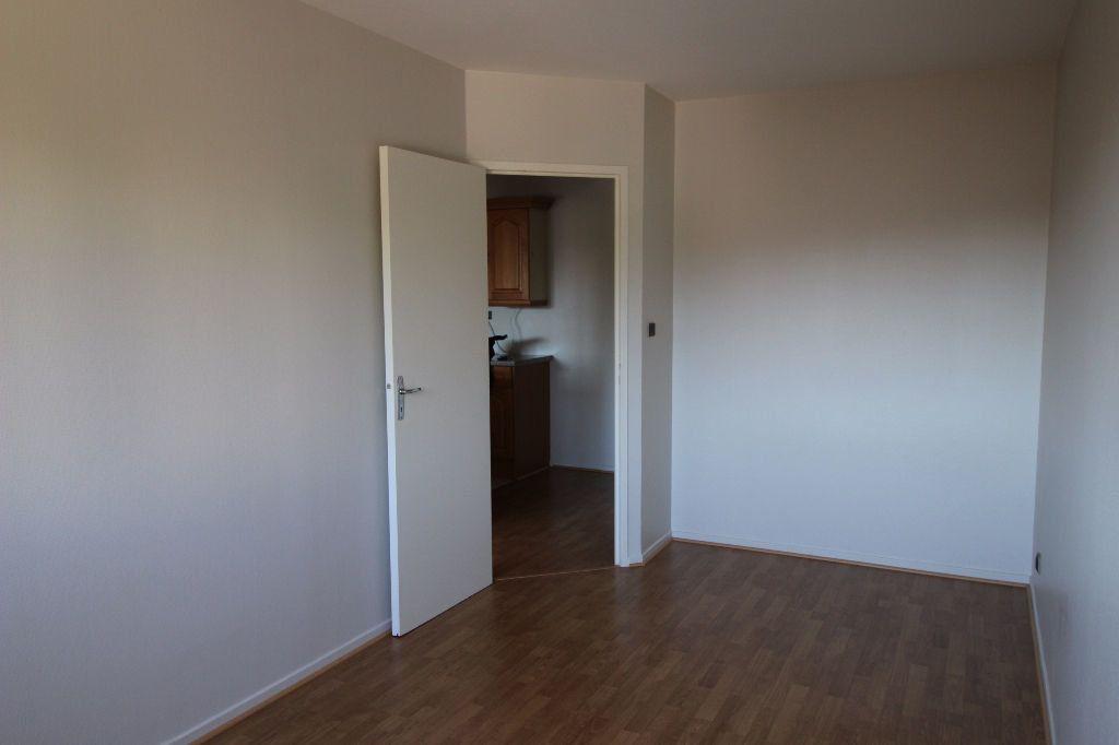 Appartement à louer 2 41m2 à Montauban vignette-3