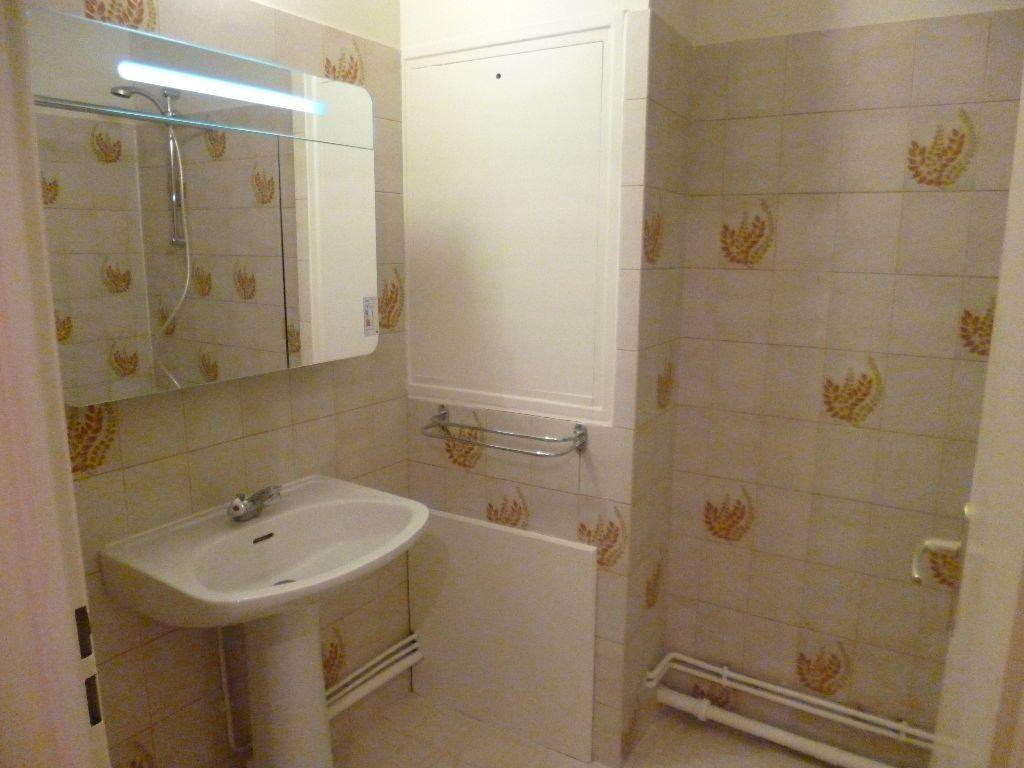 Appartement à louer 2 54m2 à Les Bordes vignette-2