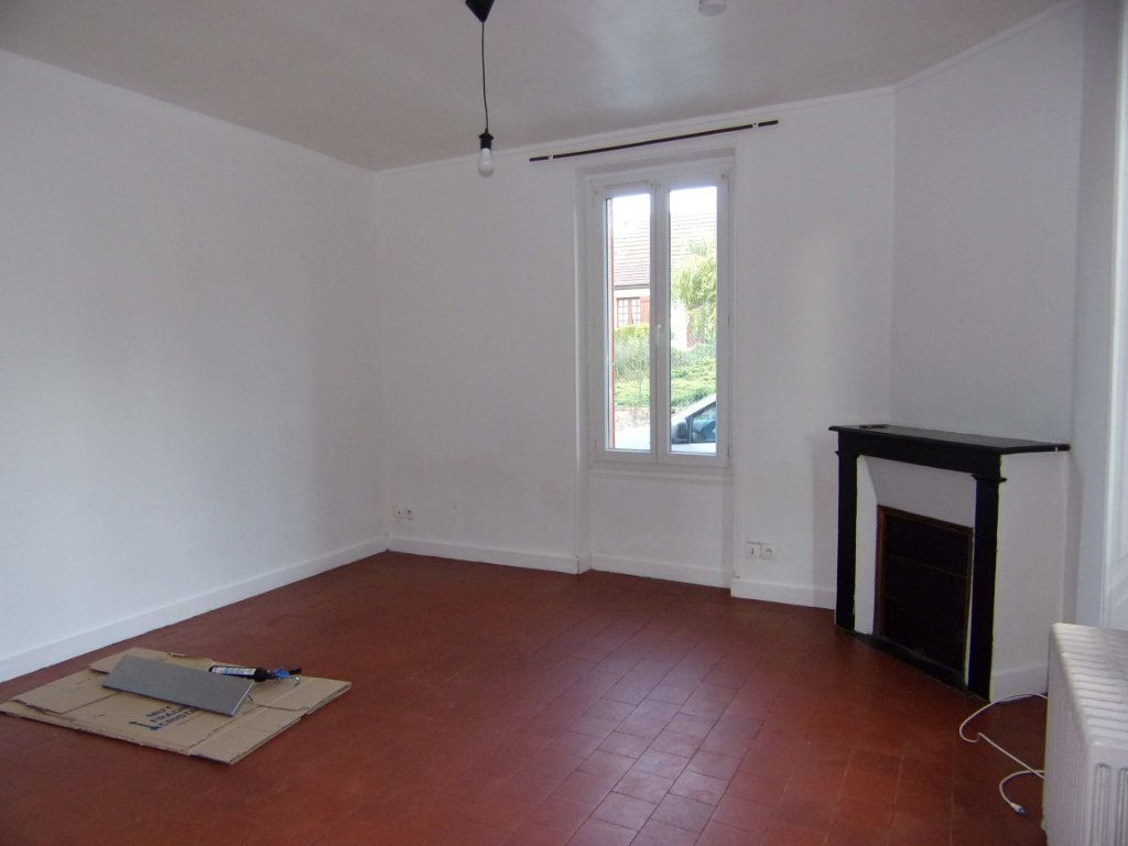 Maison à louer 3 64.29m2 à Lorris vignette-2