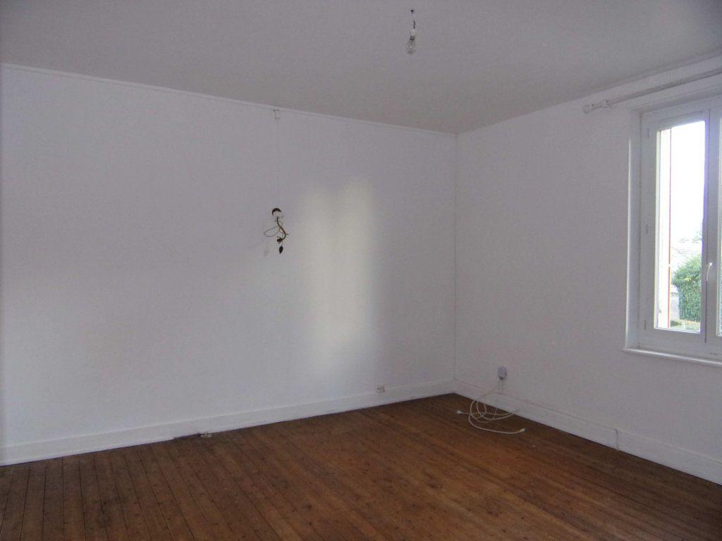 Maison à louer 3 64.29m2 à Lorris vignette-4