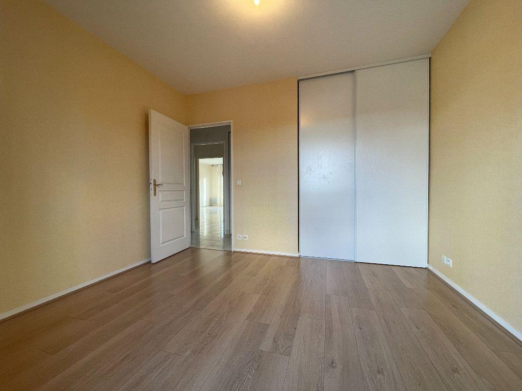 Appartement à louer 3 61.66m2 à Évreux vignette-10