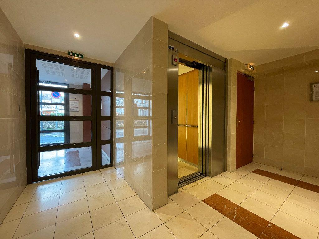 Appartement à louer 3 61.66m2 à Évreux vignette-16