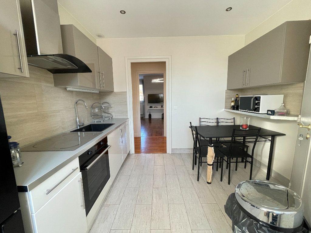 Appartement à louer 5 100.35m2 à Évreux vignette-5
