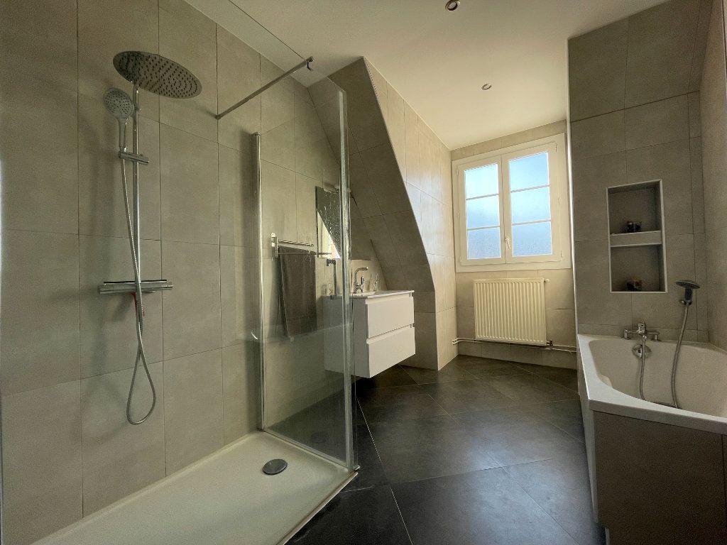 Appartement à louer 5 100.35m2 à Évreux vignette-7