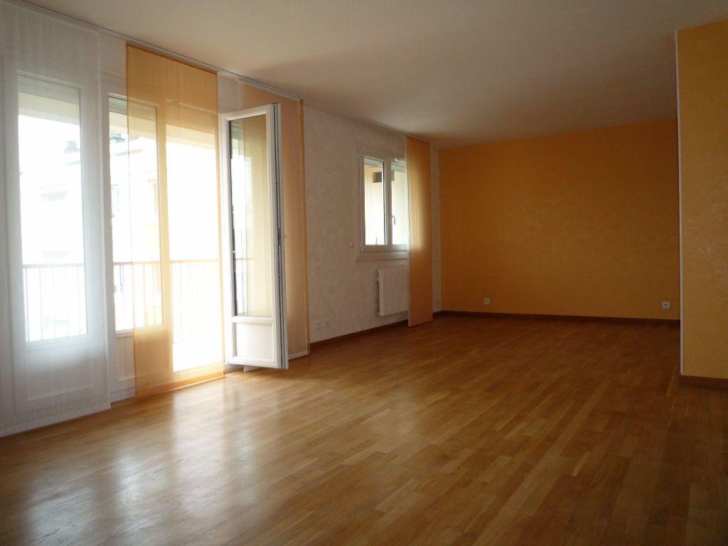 Appartement à louer 4 83.58m2 à Évreux vignette-6