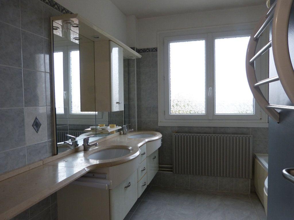 Appartement à louer 4 83.58m2 à Évreux vignette-8