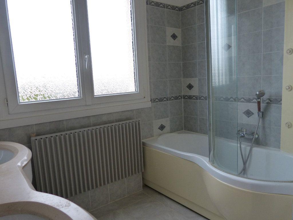 Appartement à louer 4 83.58m2 à Évreux vignette-9