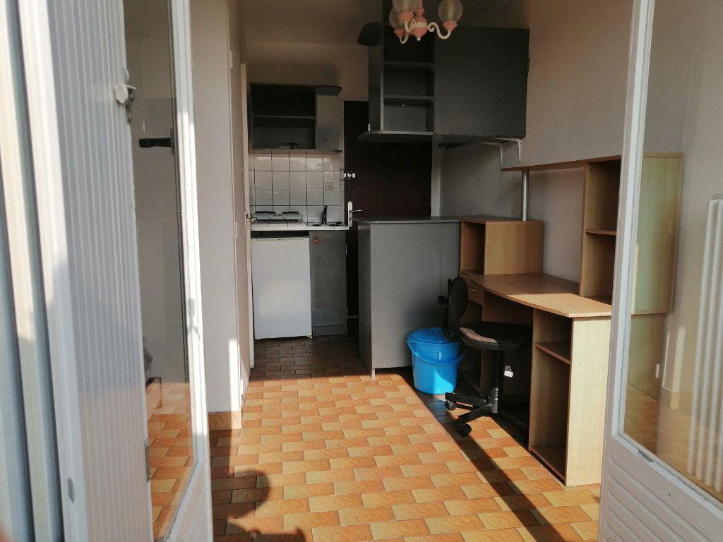 Appartement à louer 1 12.95m2 à Évreux vignette-2