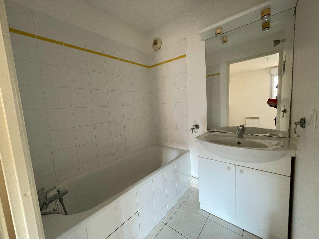 Appartement à louer 2 43.72m2 à Évreux vignette-6