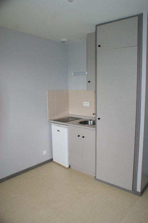 Appartement à louer 1 19.99m2 à Évreux vignette-2