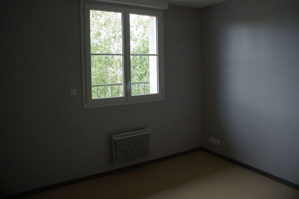 Appartement à louer 1 19.99m2 à Évreux vignette-6