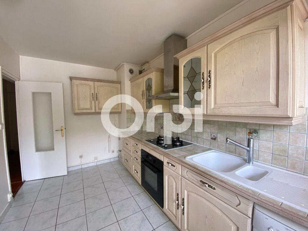 Appartement à louer 5 90m2 à Évreux vignette-8