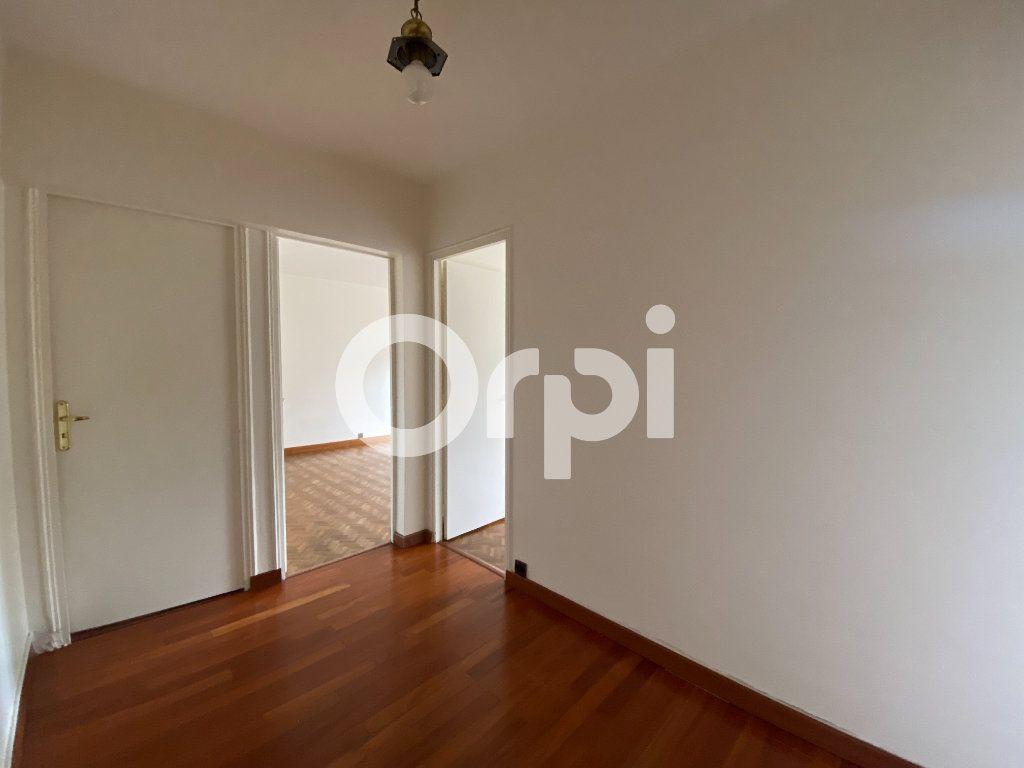 Appartement à louer 5 90m2 à Évreux vignette-9