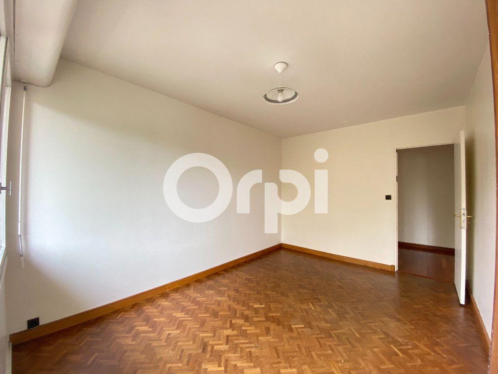 Appartement à louer 5 90m2 à Évreux vignette-16