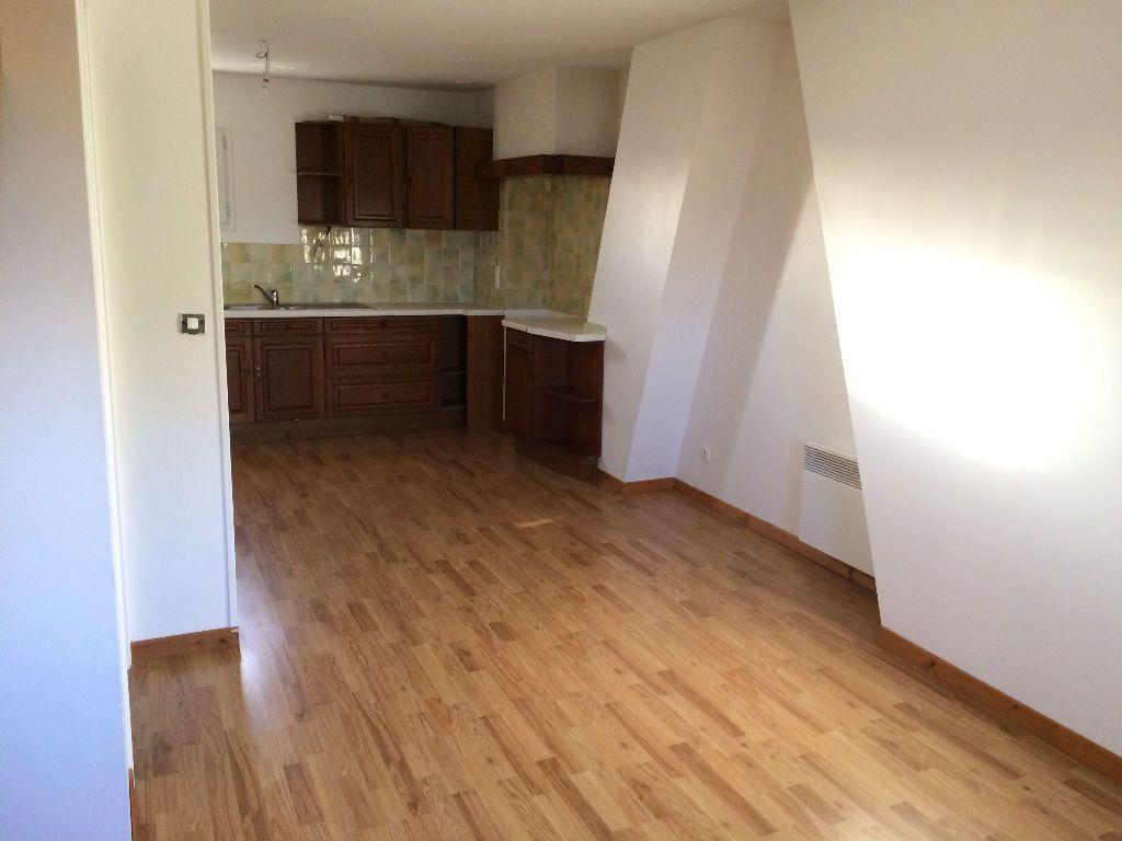 Appartement à louer 2 30m2 à Damville vignette-1