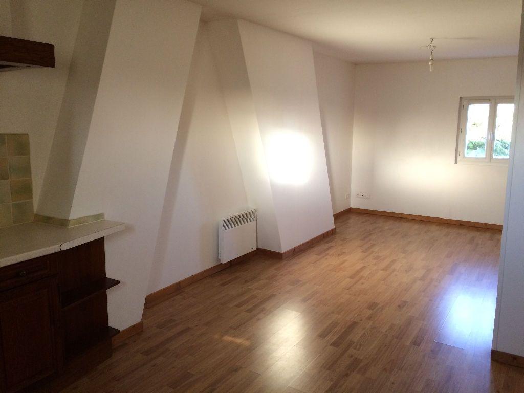 Appartement à louer 2 30m2 à Damville vignette-2