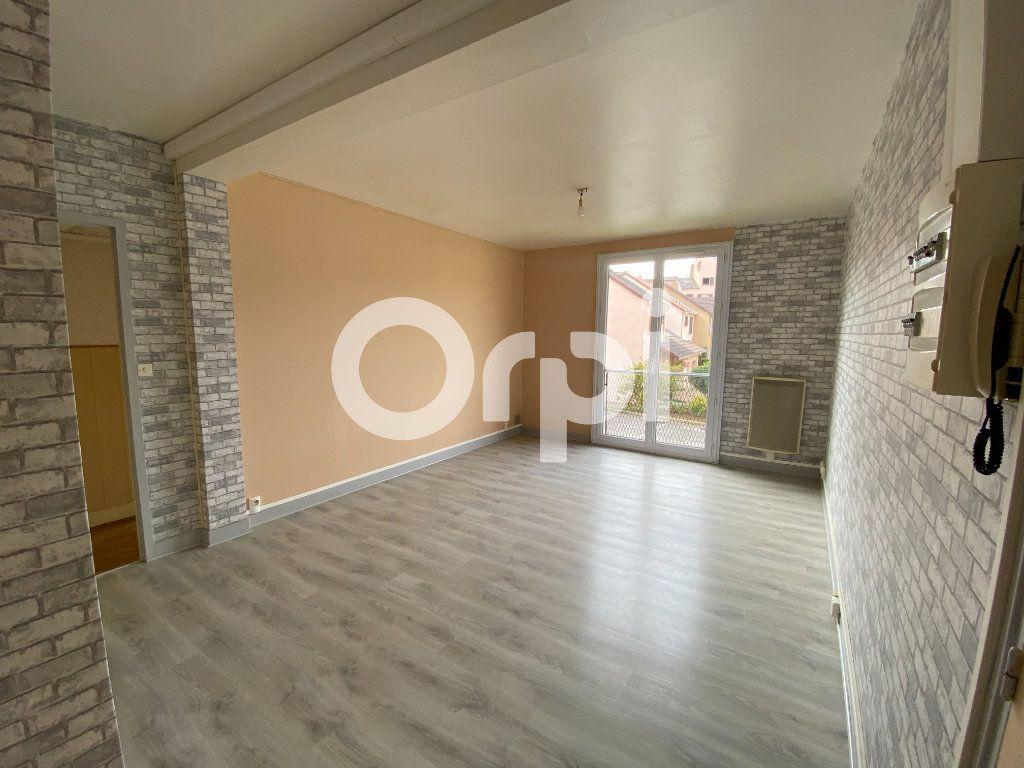 Appartement à louer 3 55.36m2 à Évreux vignette-2