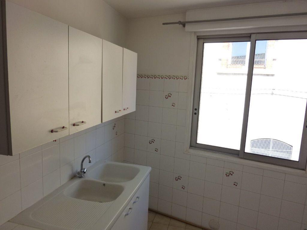 Appartement à louer 3 45m2 à Marseillan vignette-2