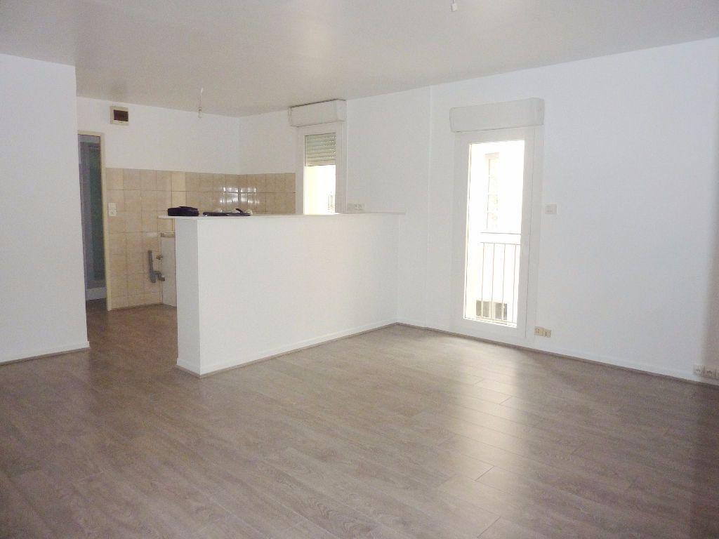 Appartement à louer 2 51m2 à Béziers vignette-1
