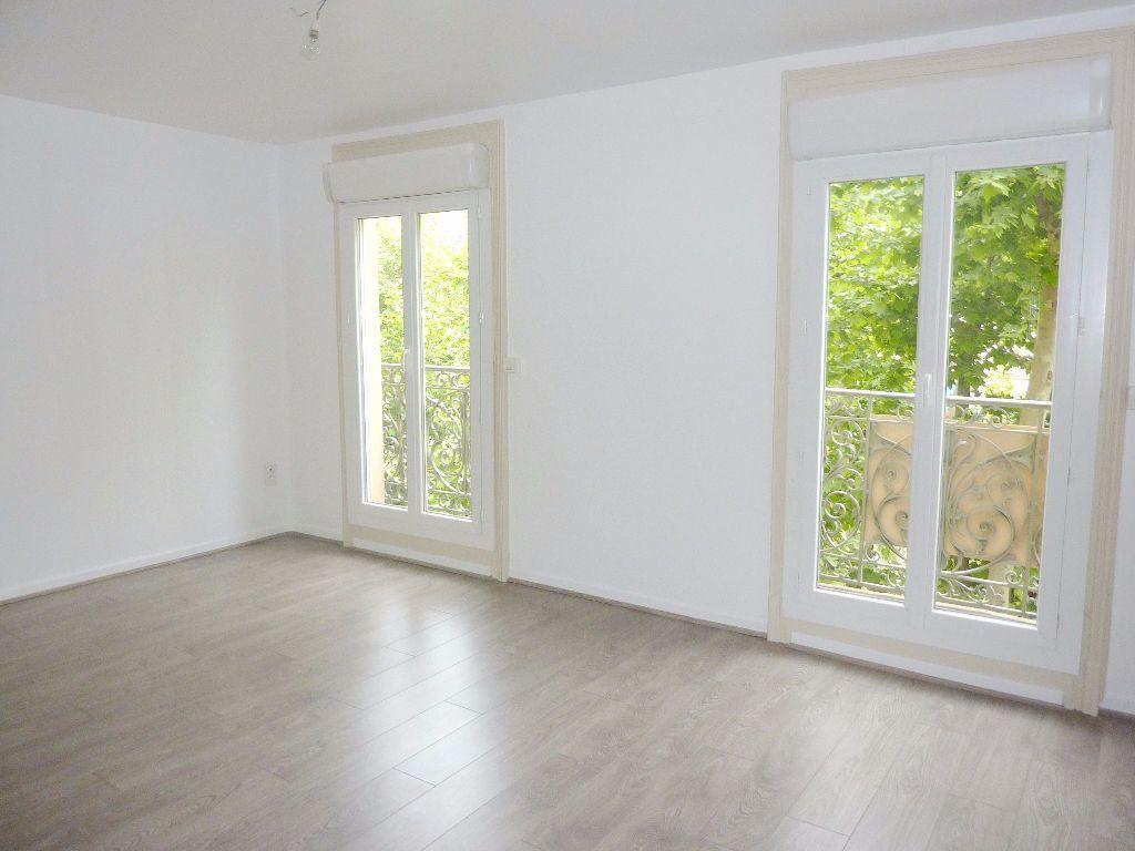 Appartement à louer 2 51m2 à Béziers vignette-2
