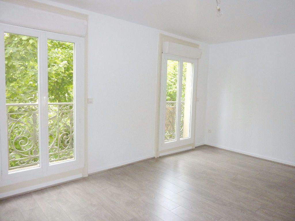 Appartement à louer 2 51m2 à Béziers vignette-4
