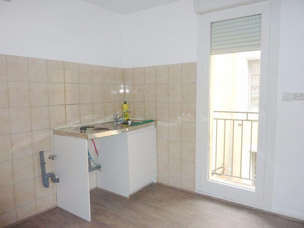 Appartement à louer 2 51m2 à Béziers vignette-5