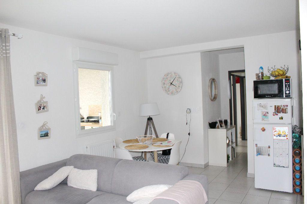 Appartement à vendre 3 60.25m2 à Béziers vignette-1