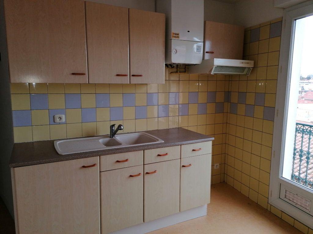Appartement à louer 3 60.24m2 à Béziers vignette-1