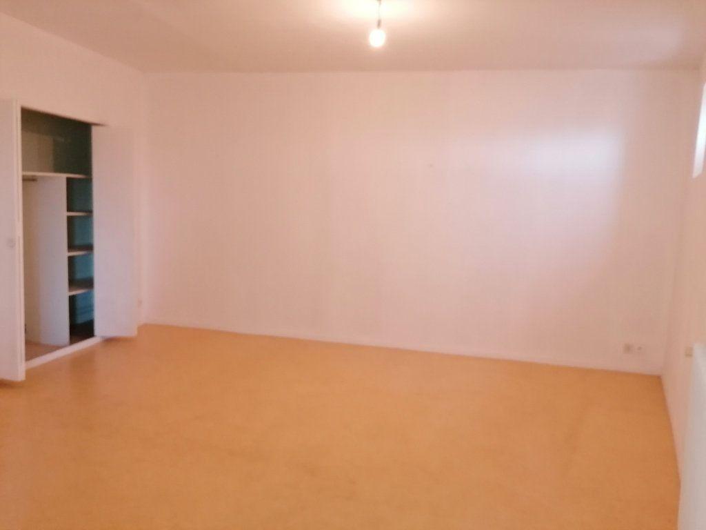 Appartement à louer 3 60.24m2 à Béziers vignette-2
