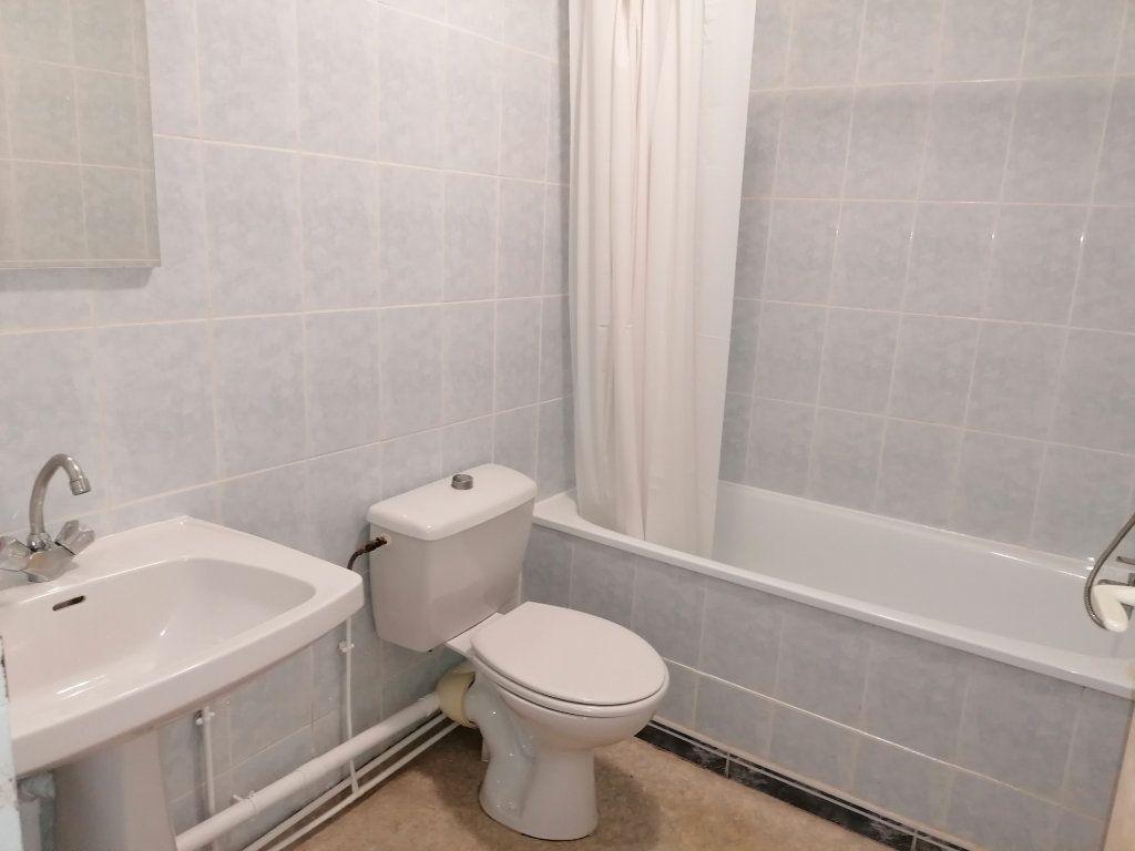 Appartement à louer 3 60.24m2 à Béziers vignette-4