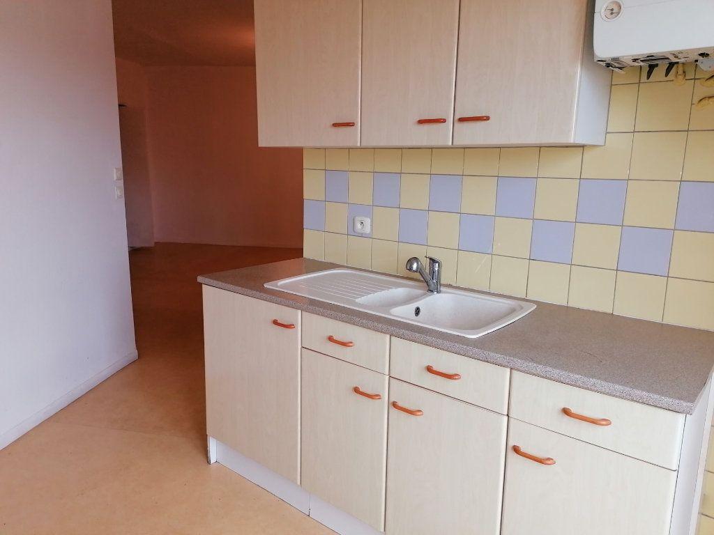 Appartement à louer 3 60.24m2 à Béziers vignette-6