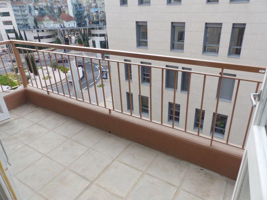 Appartement à vendre 3 62m2 à Béziers vignette-1