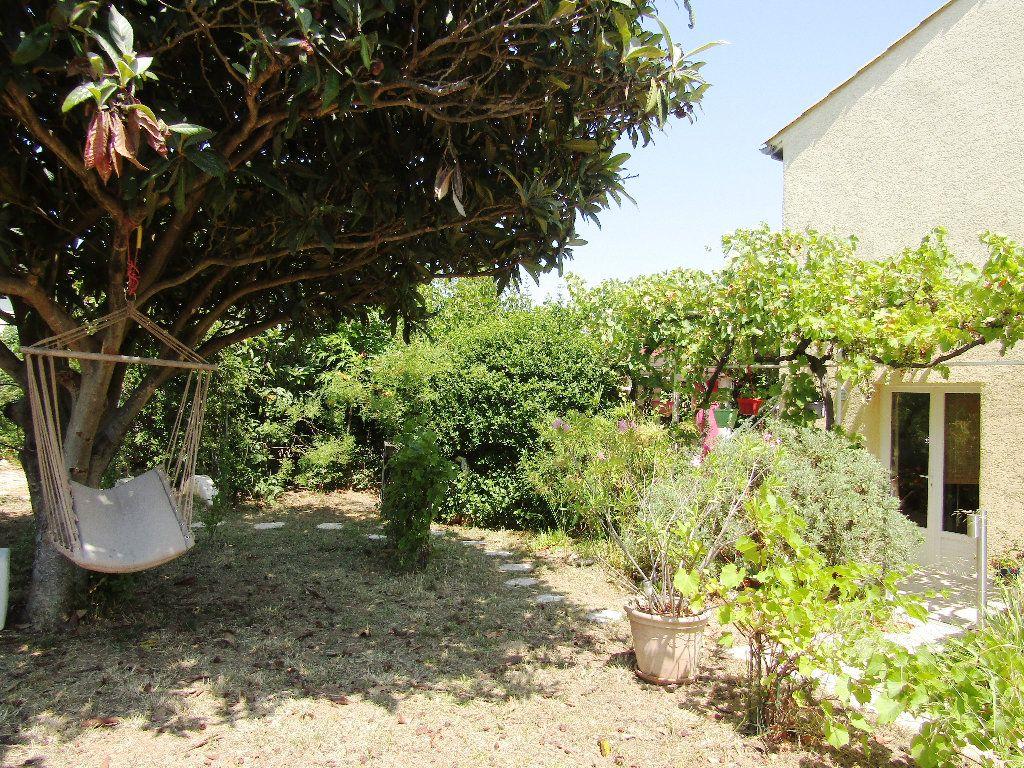 Maison à vendre 6 143m2 à Montblanc vignette-3