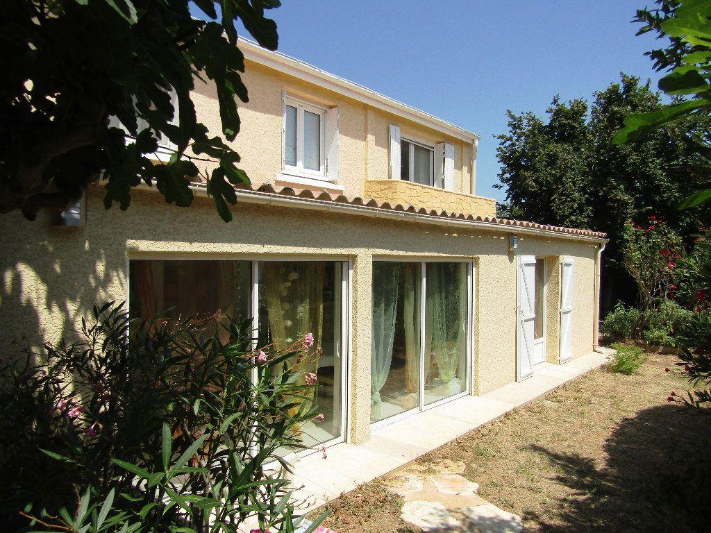 Maison à vendre 6 143m2 à Montblanc vignette-4