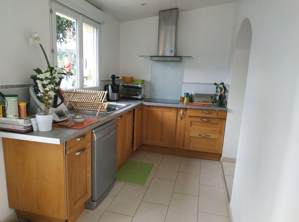 Maison à vendre 6 143m2 à Montblanc vignette-6