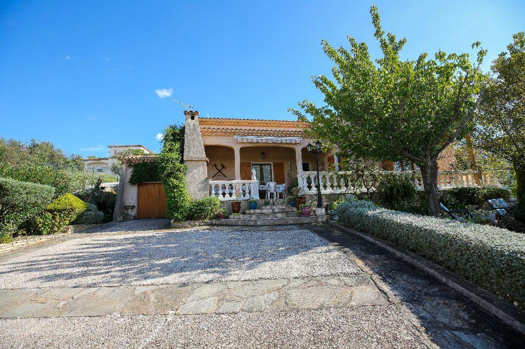 Maison à vendre 3 100.12m2 à Castelnau-de-Guers vignette-1