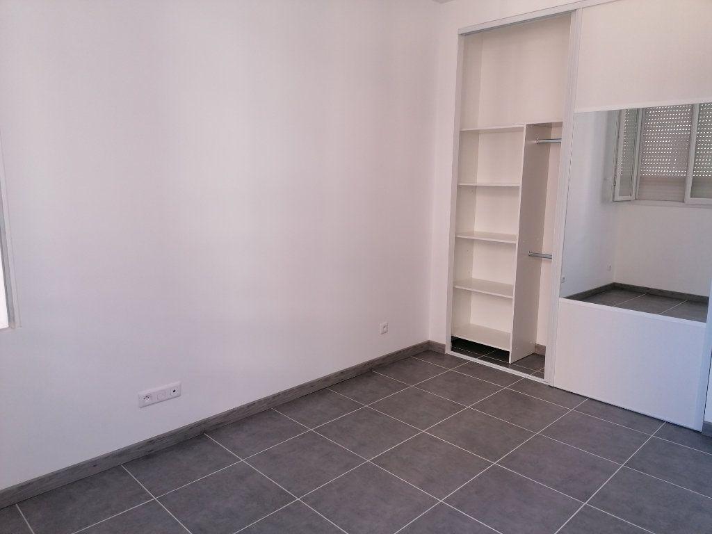 Appartement à louer 2 53m2 à Béziers vignette-4