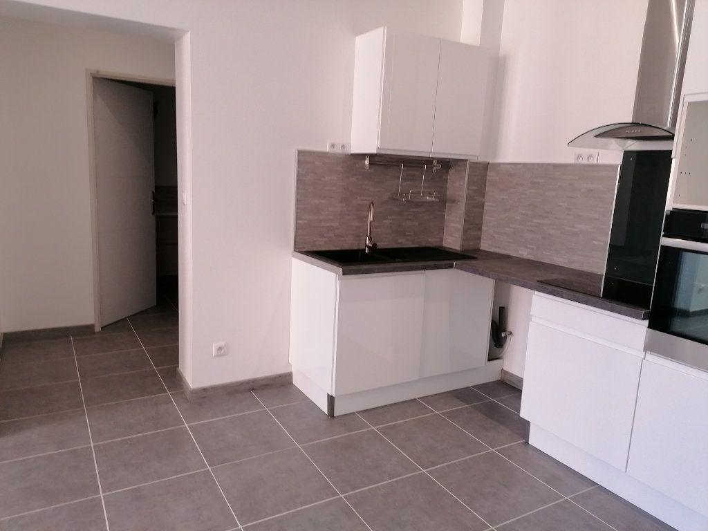 Appartement à louer 2 53m2 à Béziers vignette-5