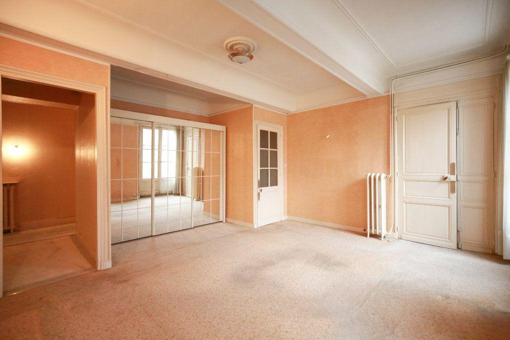Appartement à vendre 5 188m2 à Béziers vignette-2