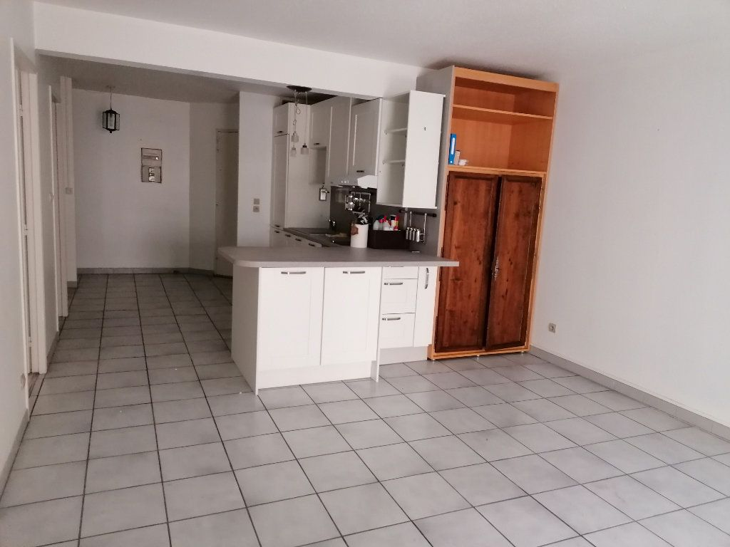 Appartement à louer 2 50.21m2 à Béziers vignette-2