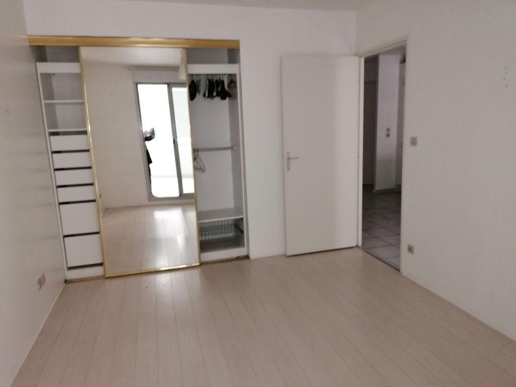 Appartement à louer 2 50.21m2 à Béziers vignette-3