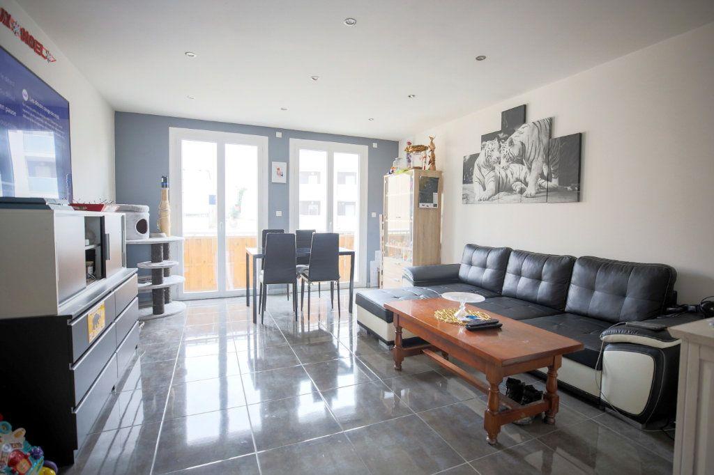 Appartement à vendre 3 66.96m2 à Béziers vignette-2