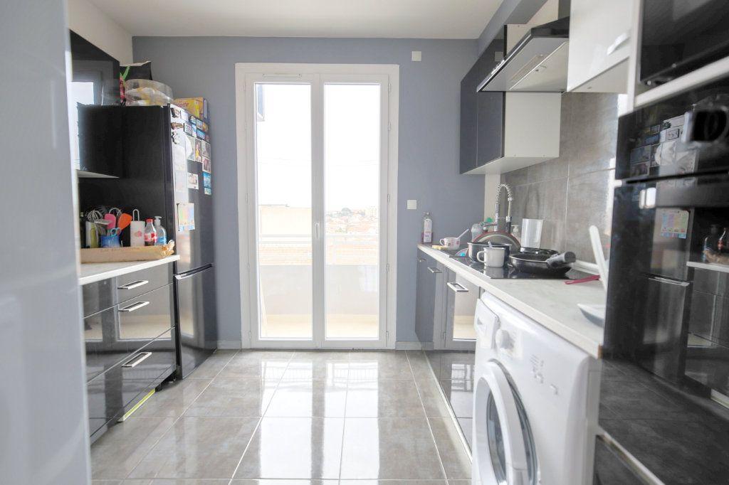 Appartement à vendre 3 66.96m2 à Béziers vignette-3