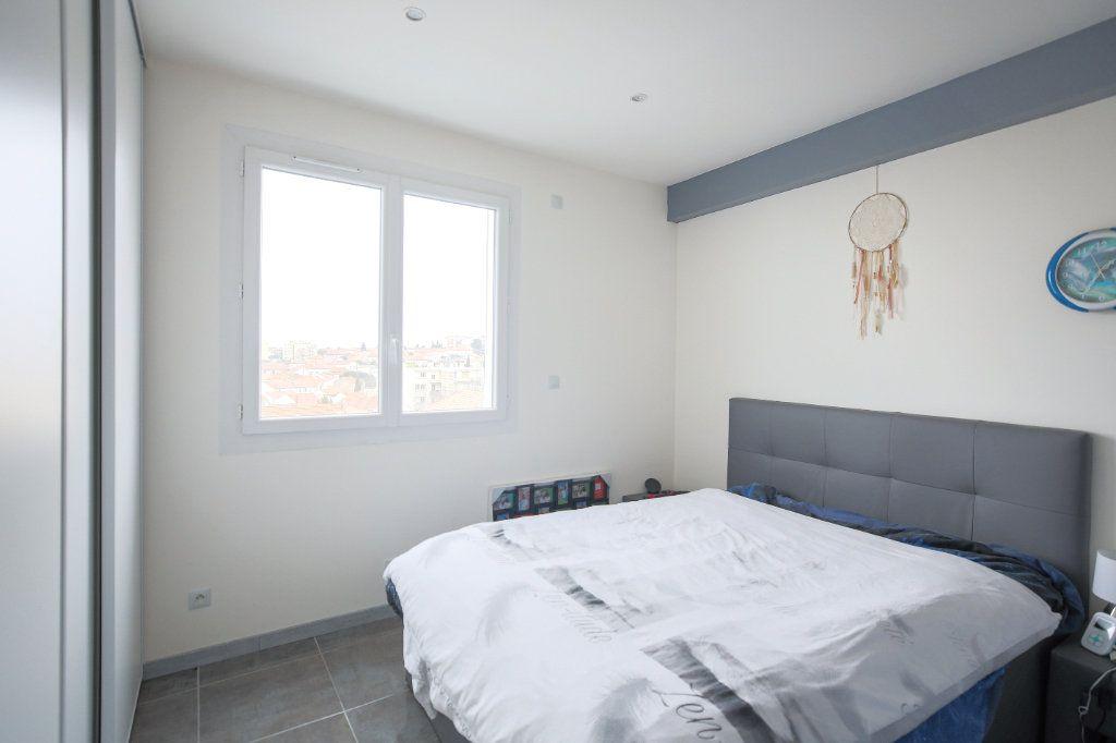 Appartement à vendre 3 66.96m2 à Béziers vignette-5