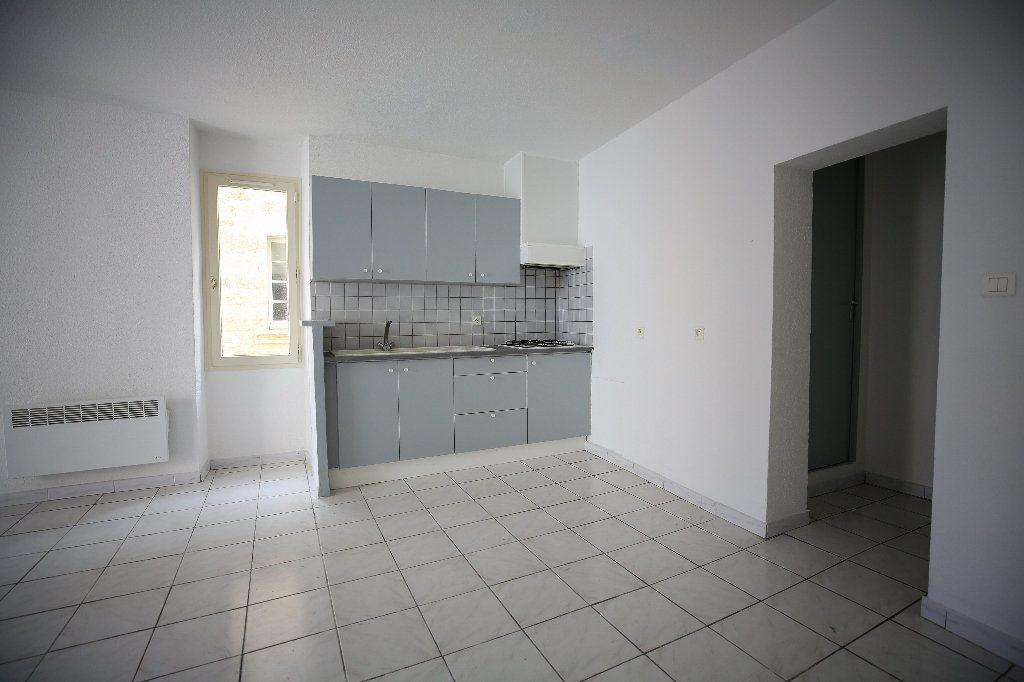 Appartement à vendre 3 55m2 à Pézenas vignette-1