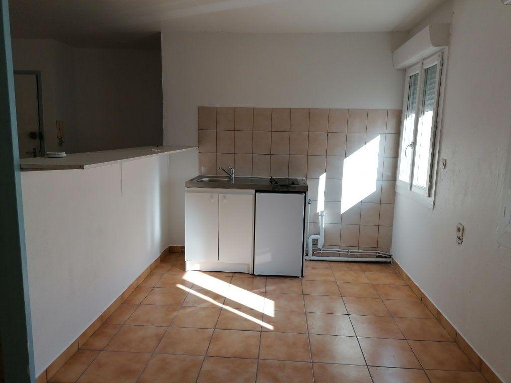 Appartement à louer 2 55m2 à Béziers vignette-2